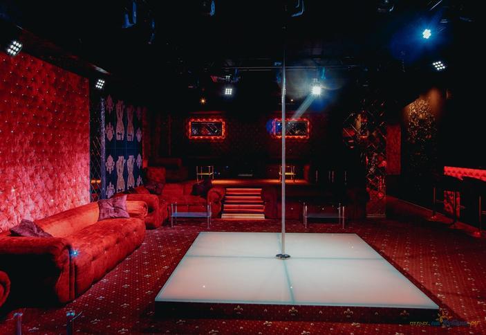 стрептиз в россии в ночном клубе